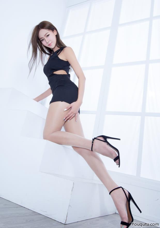 肉色丝袜美女Winnie美腿写真图片
