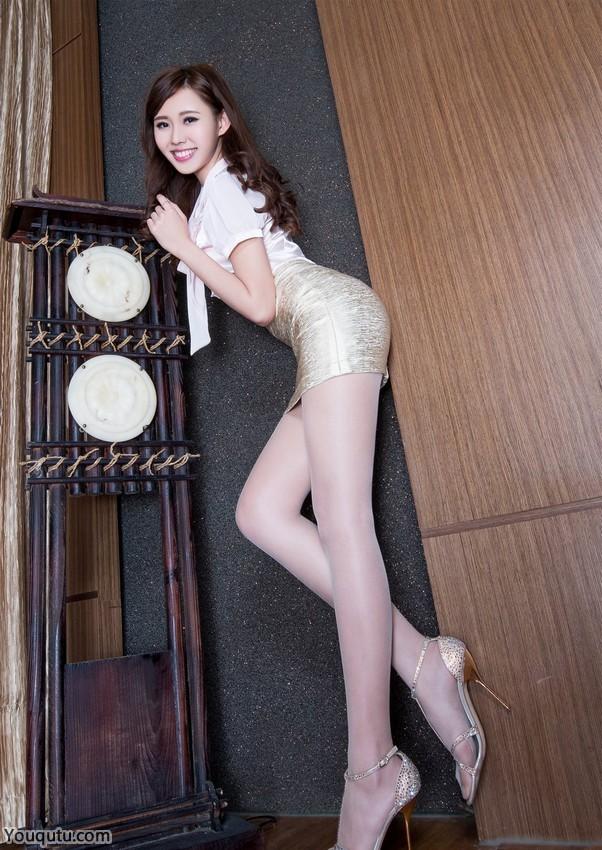 甜美丝袜美女阳光写真图片