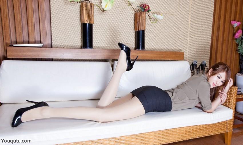 办公室紧身短裙美女气质美女Miso亮光丝袜写真图片