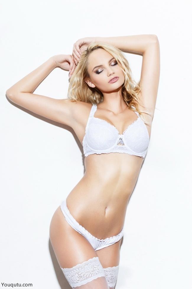 白色丝袜美妞大胆人体艺术图片