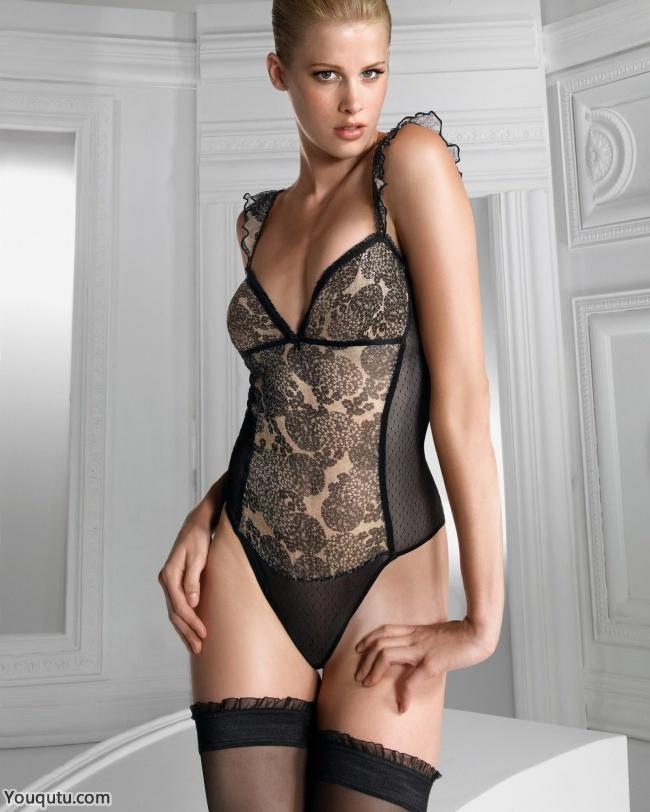 性感情趣内衣丝袜美女大胆人体艺术图片