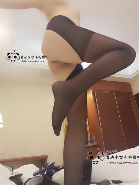 网络福利姬@魔法少女小柠檬 黑丝袜 [55P/51M]