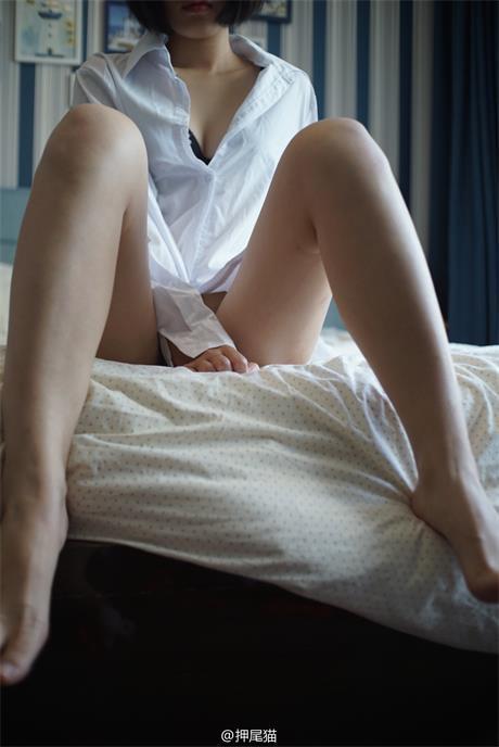 网络福利姬@押尾猫 – 白衬衫玩黄瓜果体露x口J [61P/13M]