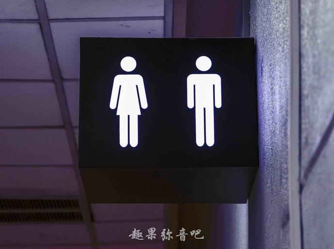 公共厕所的门为什么不接触地面?九个原因告诉你答案-爱趣猫