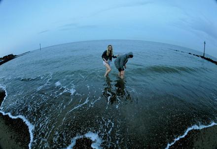 全景凸镜拍下的海边告诉你地球圆的很真!