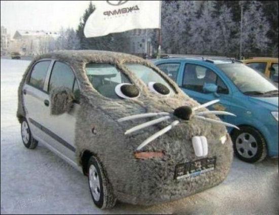把车打扮得这么囧呢~