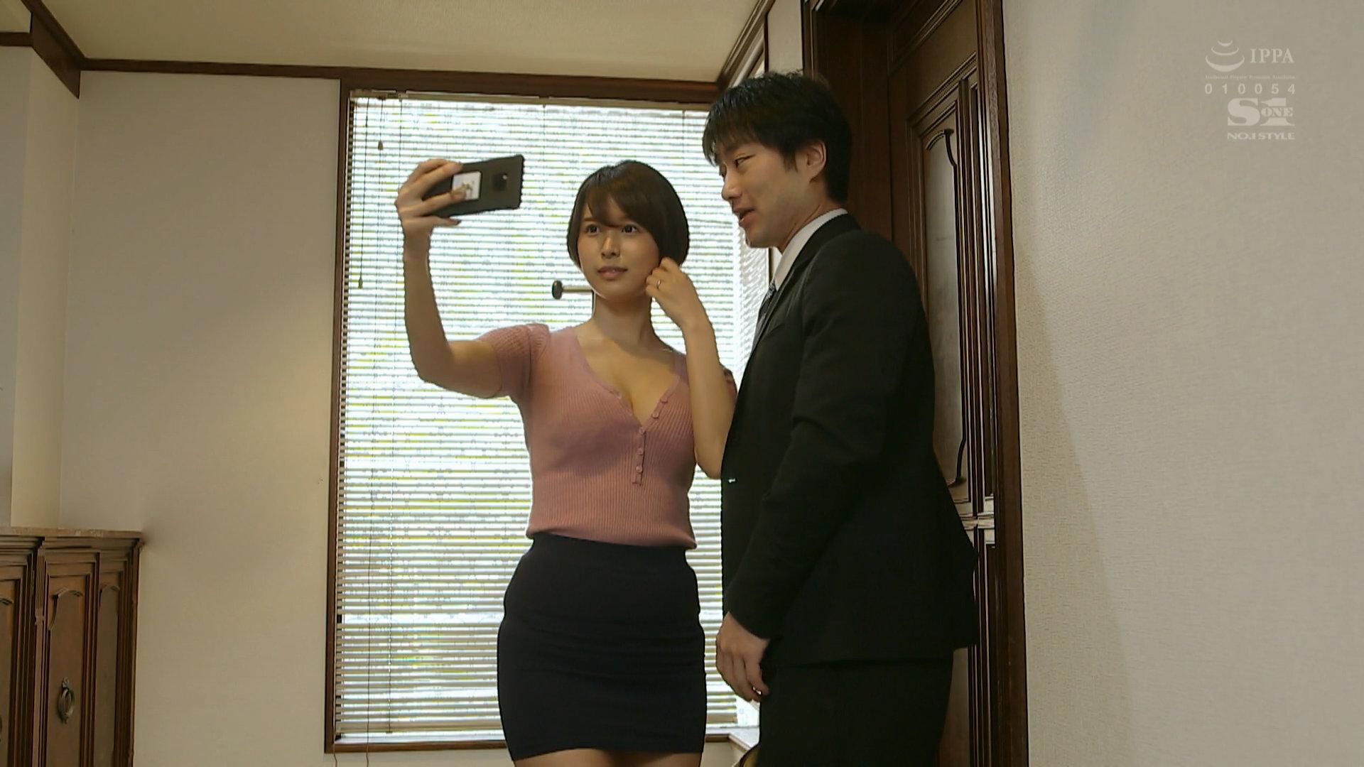 """岛国演员葵司(葵つかさ)最新作品里惊现""""华为Mate20""""手机"""