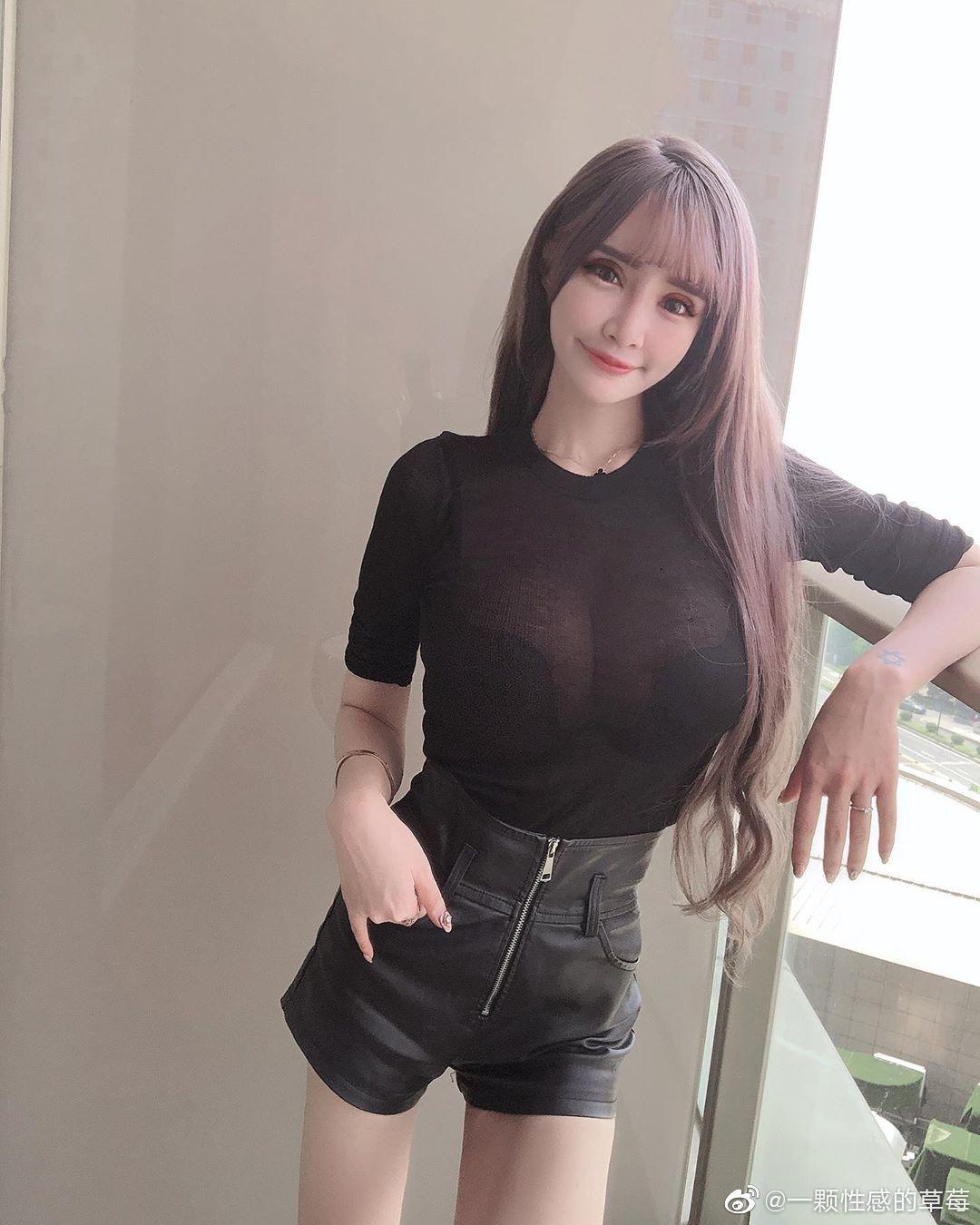 台湾嫩模IG网红妹元欣,拥有横看成岭侧成峰的傲人身材-第1张图片-宅小报