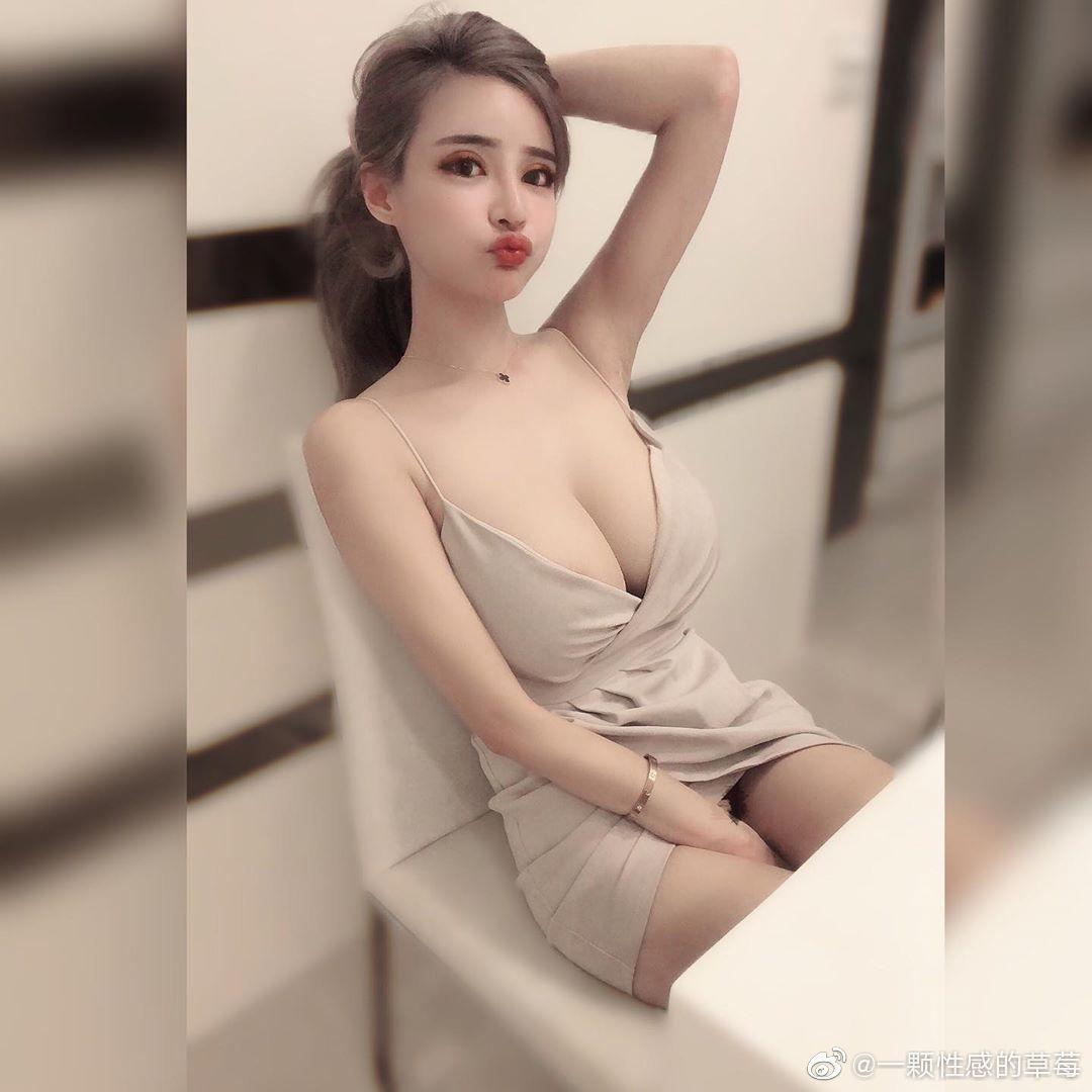 台湾嫩模IG网红妹元欣,拥有横看成岭侧成峰的傲人身材-第2张图片-宅小报