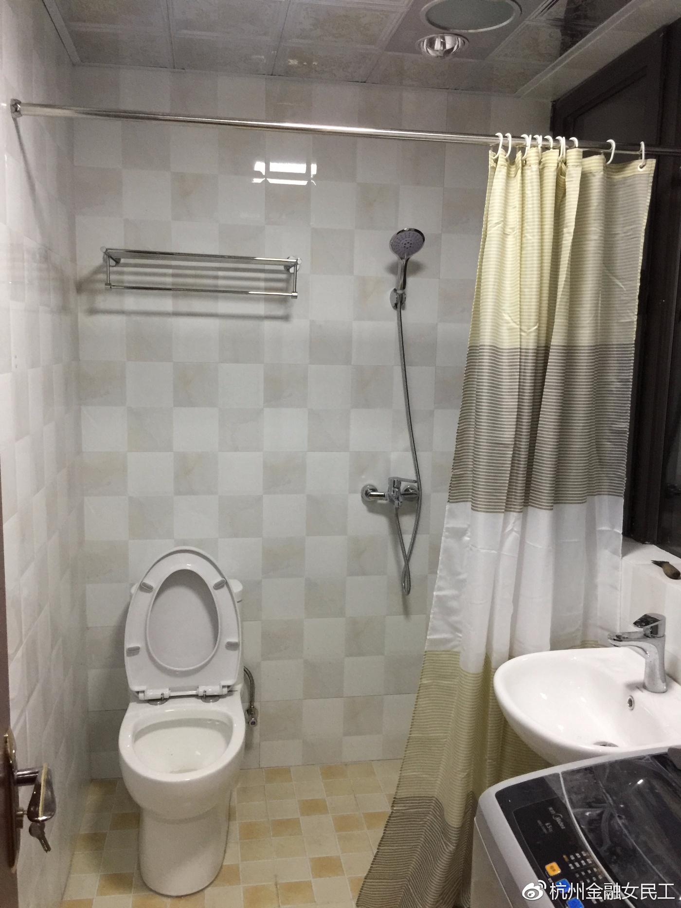 主卧卫生间瓷砖