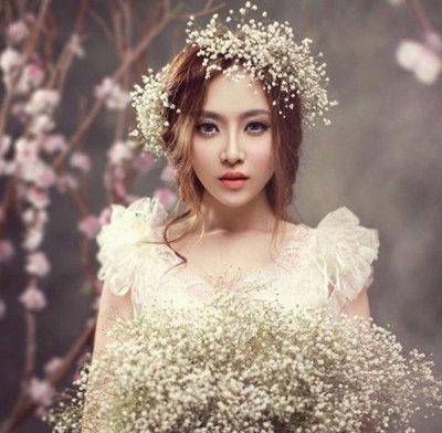 鹅蛋脸女生盘发新娘发型