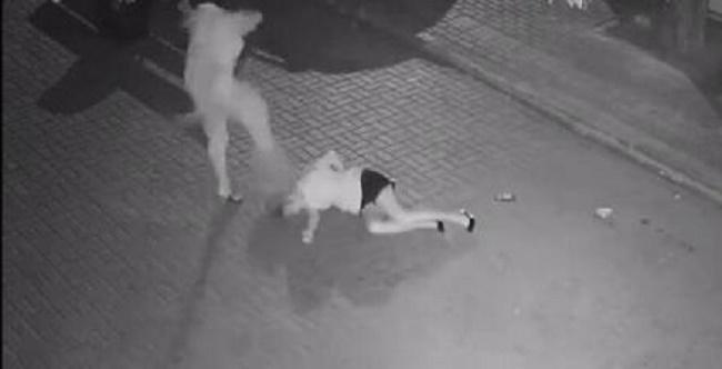 震惊:男子当街暴打女孩,全国网友追查该男伸张正义