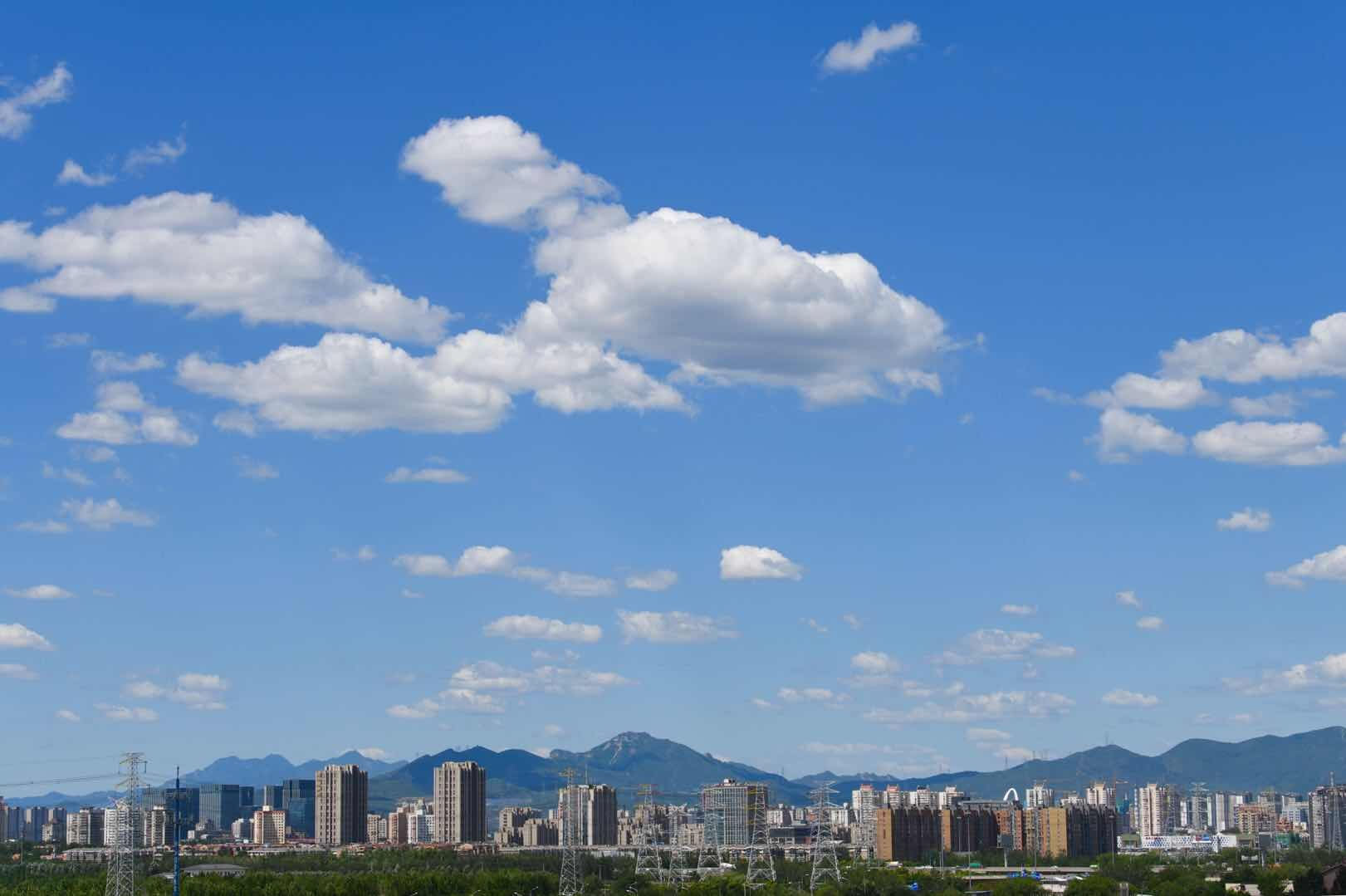 北京的蓝天白云刷屏朋友圈,北京的天气环境越来越好了
