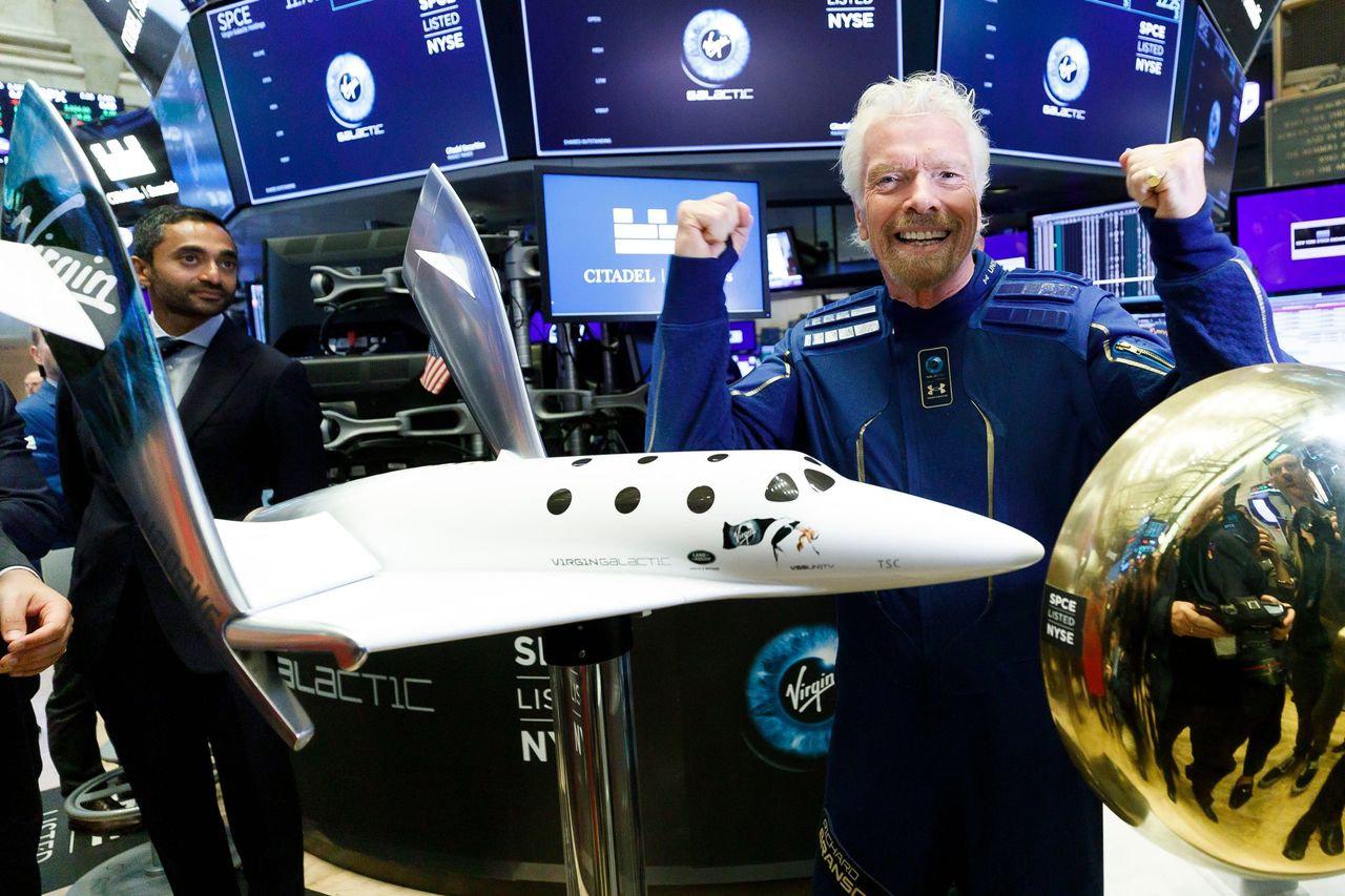 维珍银河71岁创始人成功上太空,杰夫 · 贝索斯不服气