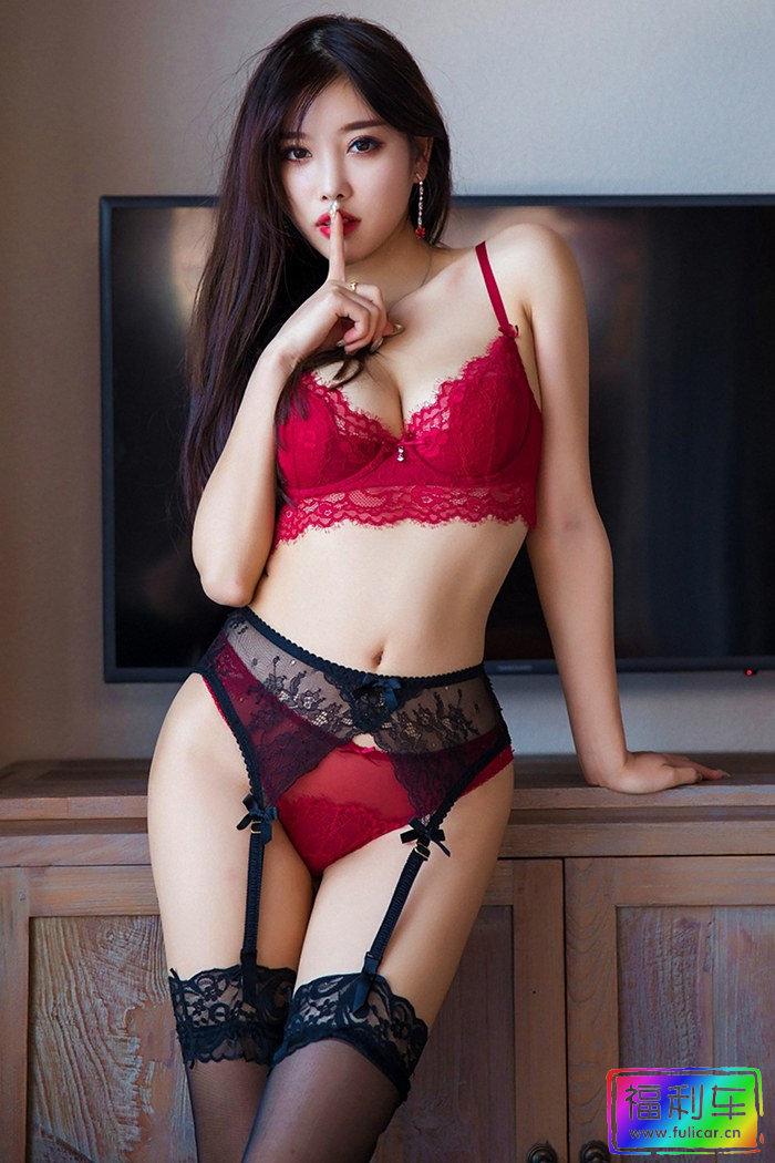 靓丽女神杨晨晨完美身姿光彩夺目