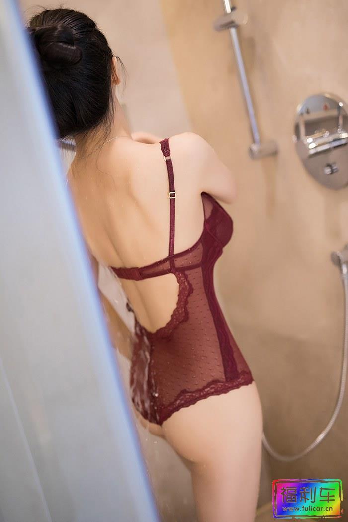长腿女神小热巴曲线迷人浴室湿身诱惑