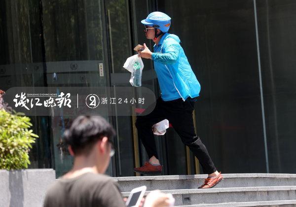 杭州51岁外卖骑手车祸身亡,最后时刻挽留了四条生命 热门事件 第7张