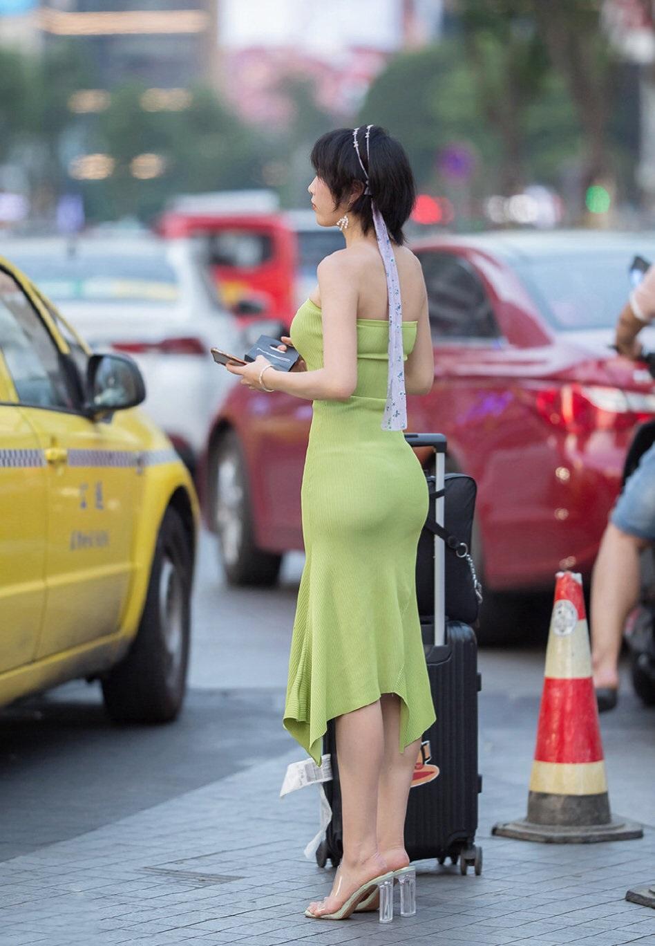 真的很担心这样裙子会不会掉下来? 涨姿势 第4张