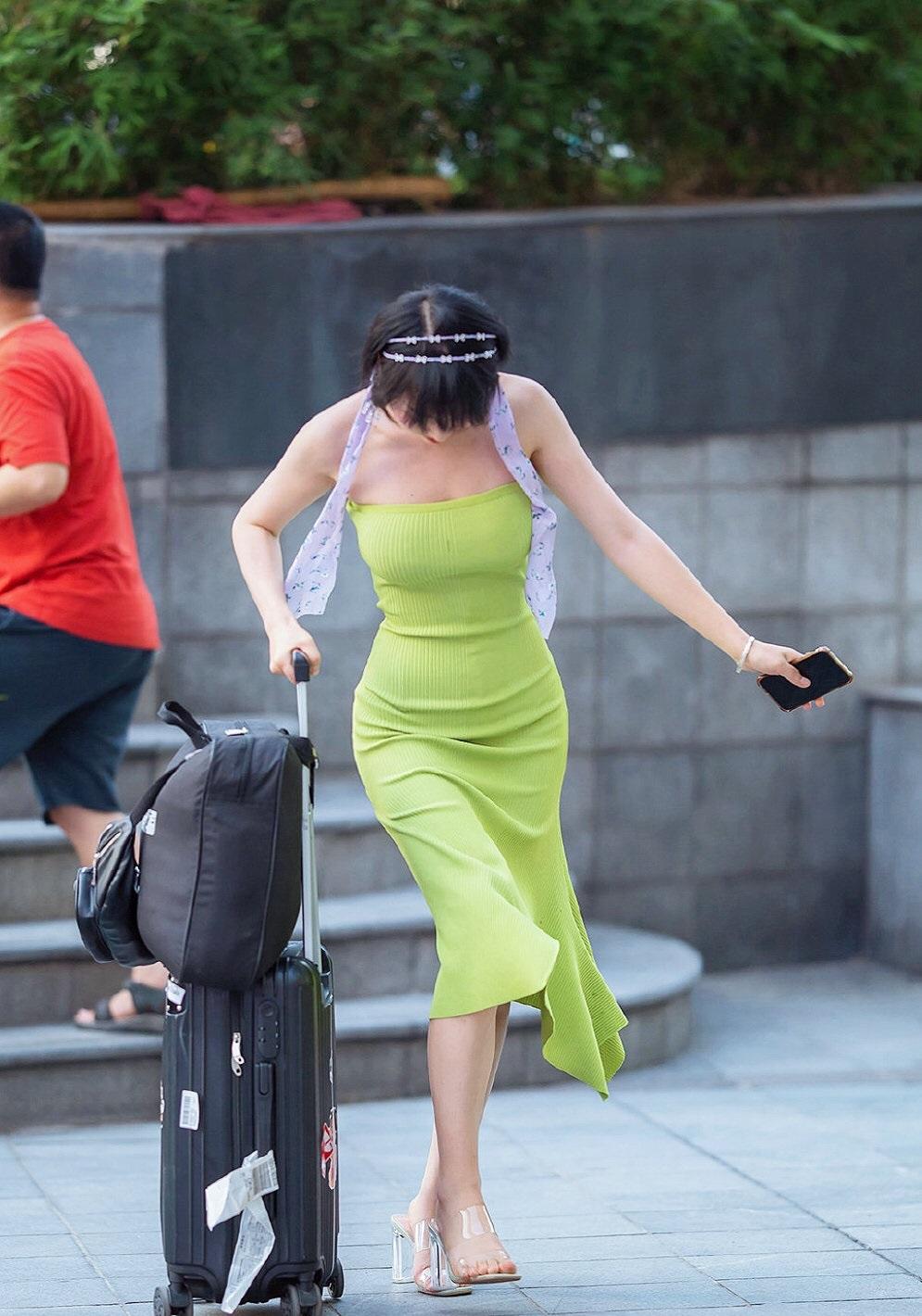 真的很担心这样裙子会不会掉下来? 涨姿势 第1张