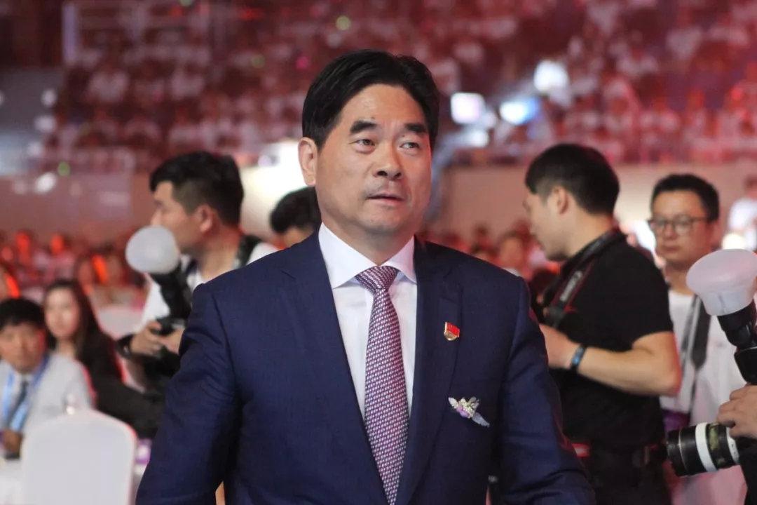 董事长涉嫌猥亵女童,公司连夜切割自救:85后儿子王晓松上位!
