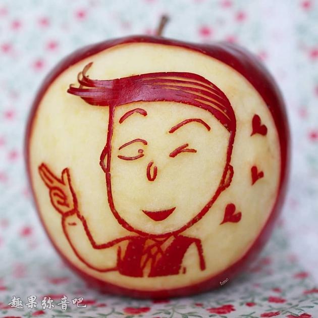 「把苹果变成高级艺术品」果皮雕出卡通人物的技术让网友都跪了!-爱趣猫