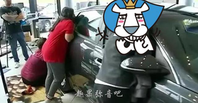 美国举办「亲吻汽车大赛」,谁「亲车最久」就能带走汽车-爱趣猫