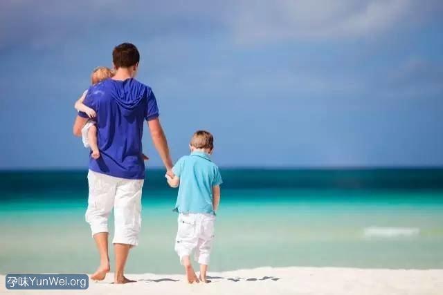 """孩子跟爸爸不亲,很可能源自妈妈的这3个""""小动作"""""""