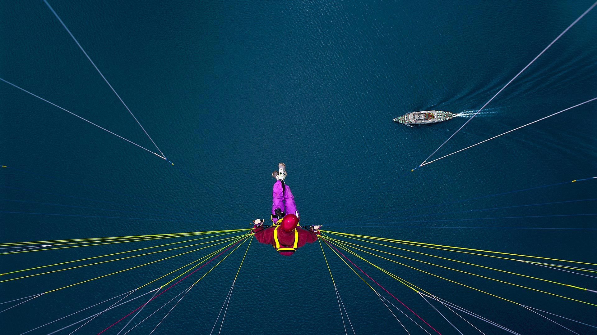 飞翔在图恩湖上空