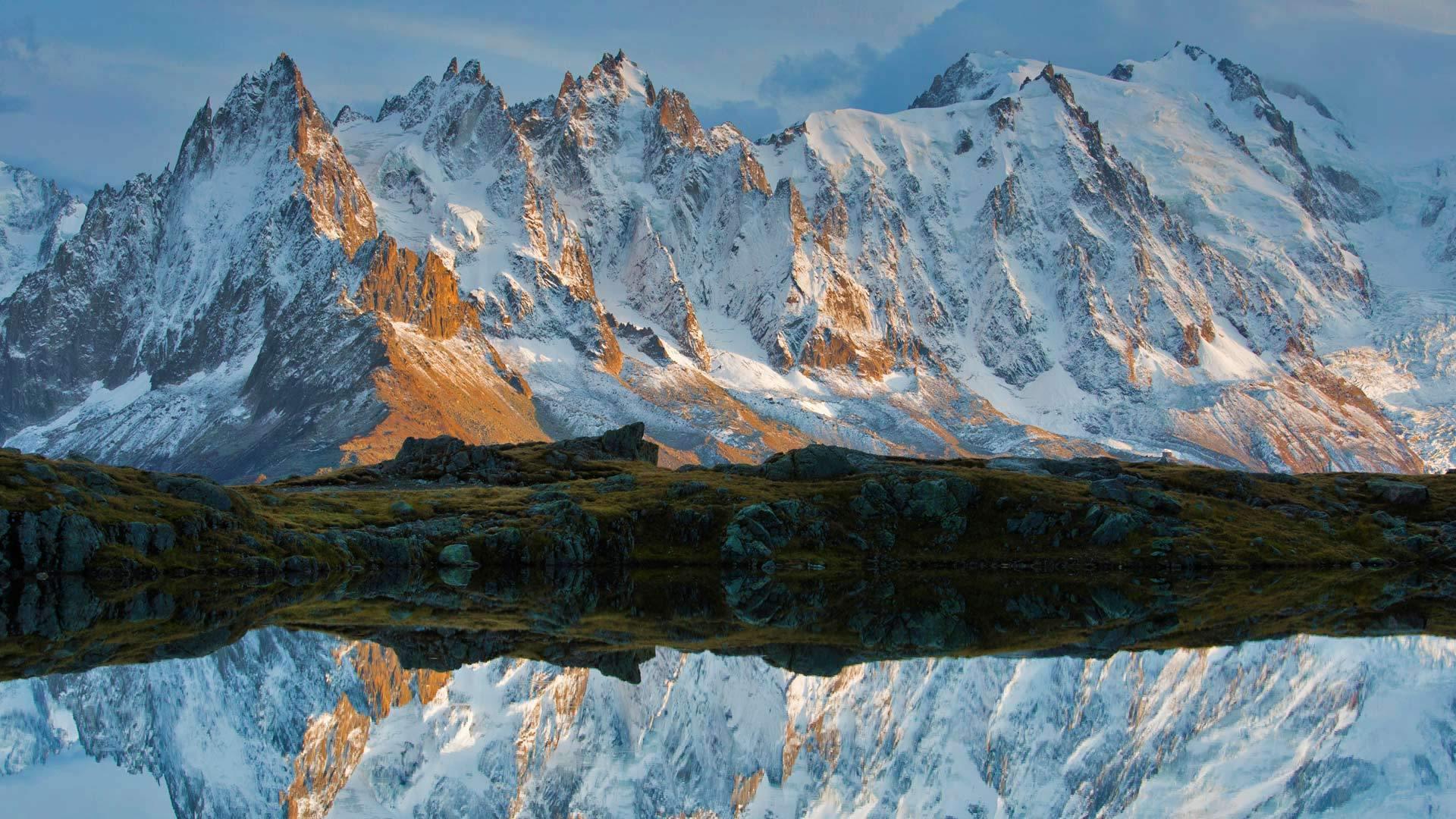 湖映雪山影