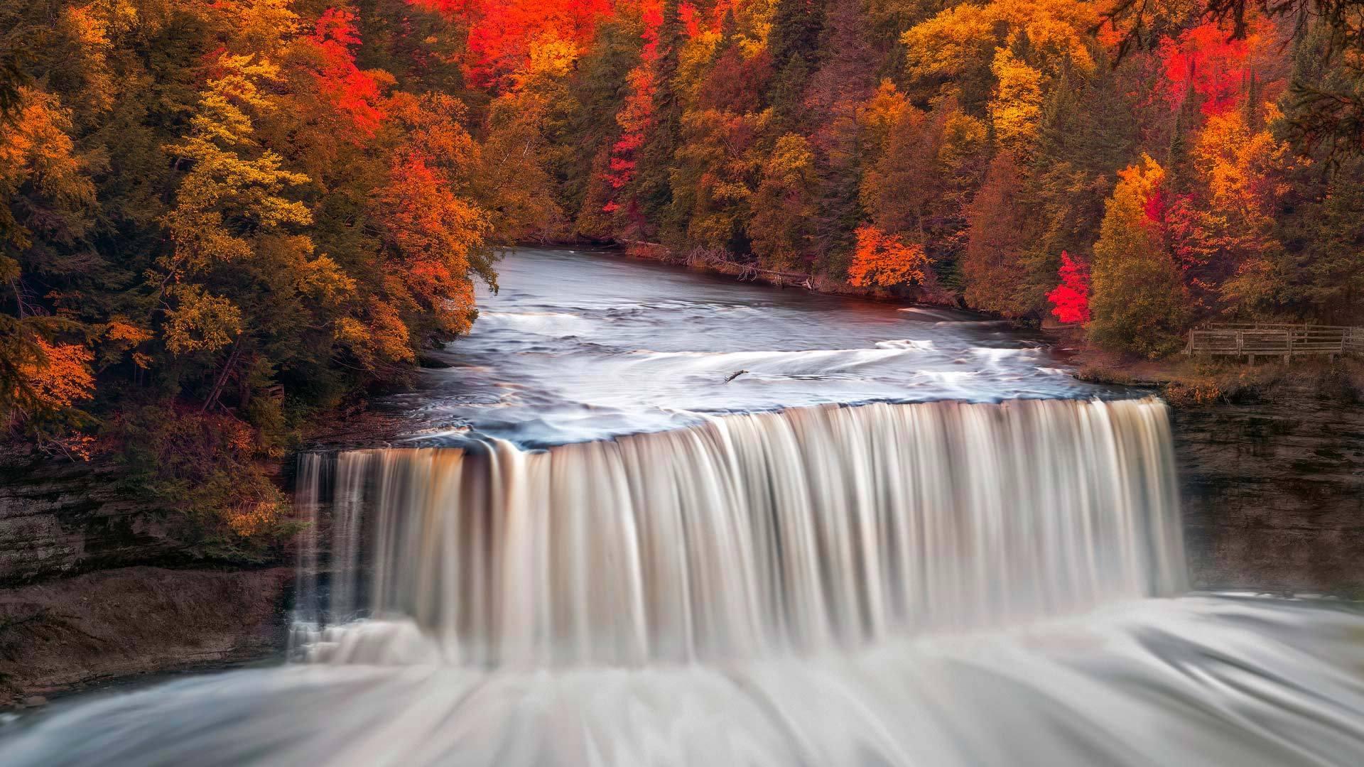 会色彩搭配的大瀑布