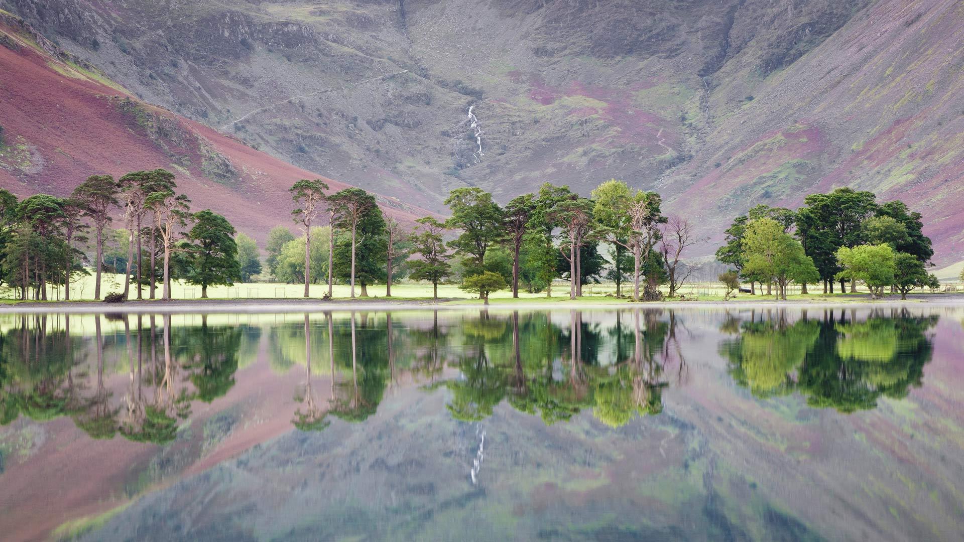 油画质感的湖水