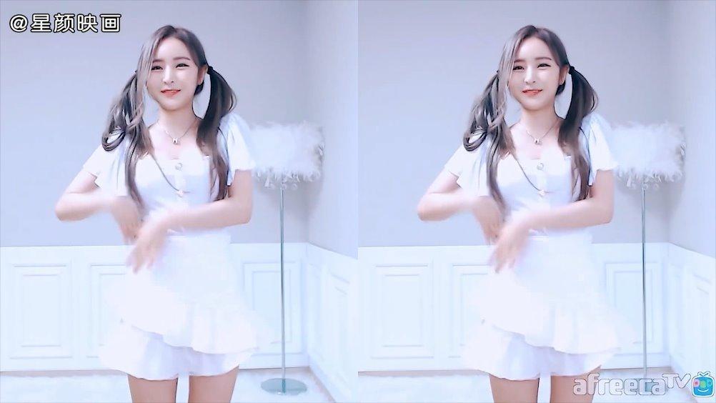 韩国主播小可爱皮丘双马尾的舞蹈秀