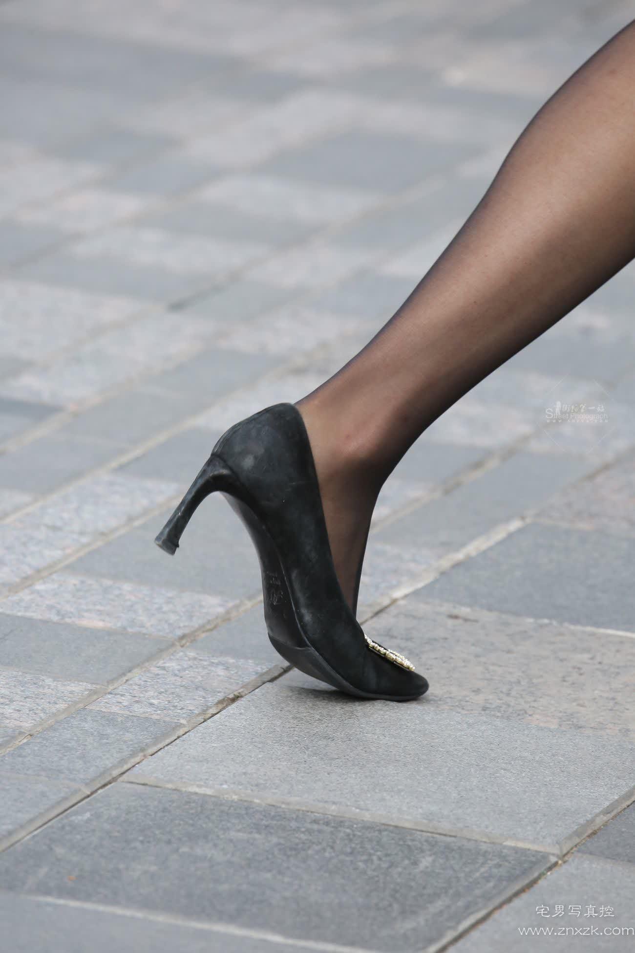 [街拍美腿]气质美女黑丝高跟制服裙
