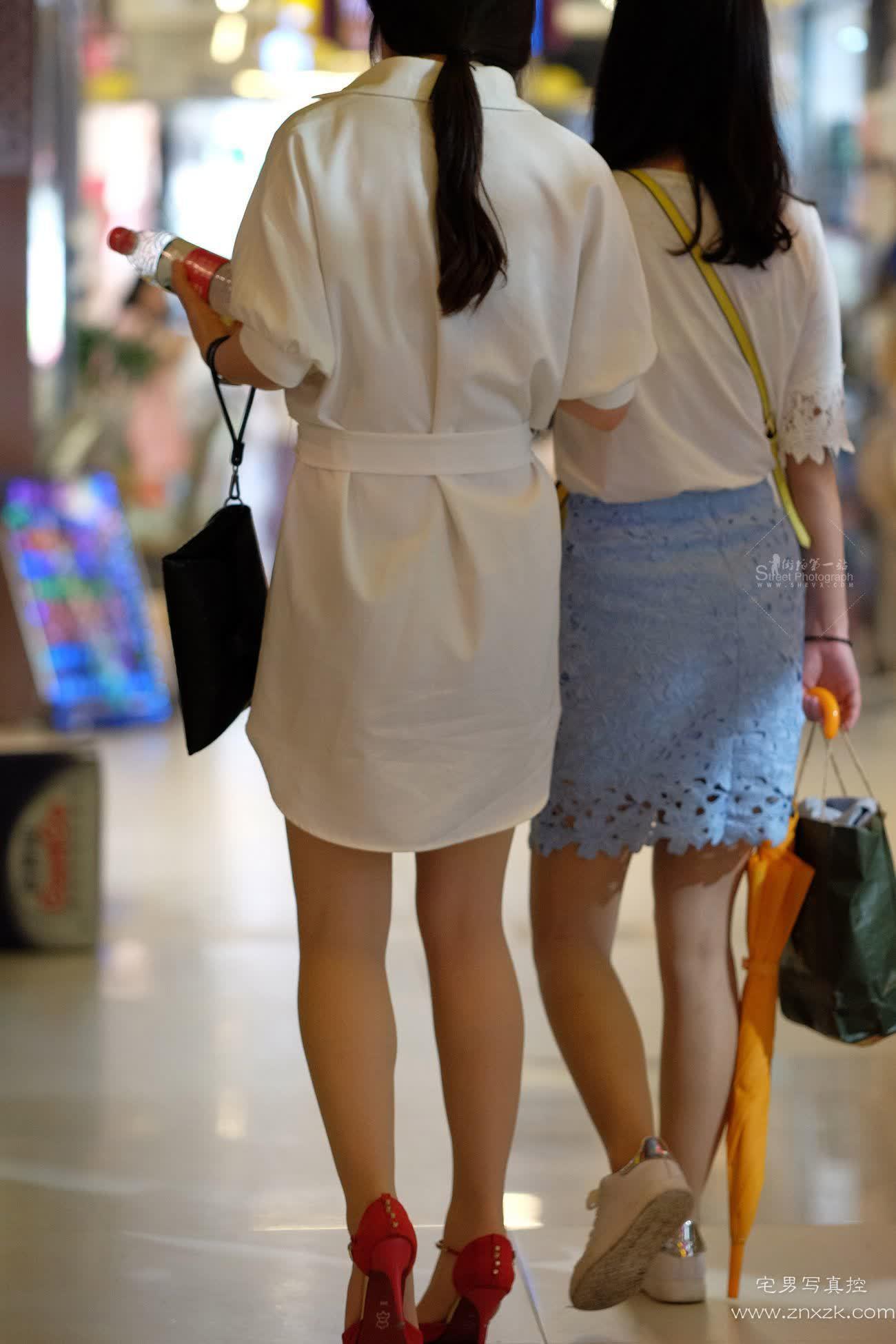 [街拍美腿]商城里的白色连衣裙美妇