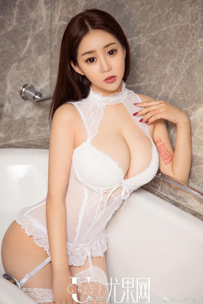 性感女神纯白情趣内衣写真 身材凹凸有致超有料1
