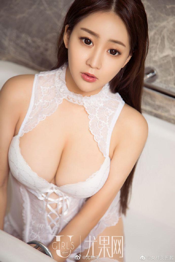 性感女神纯白情趣内衣写真 身材凹凸有致超有料2