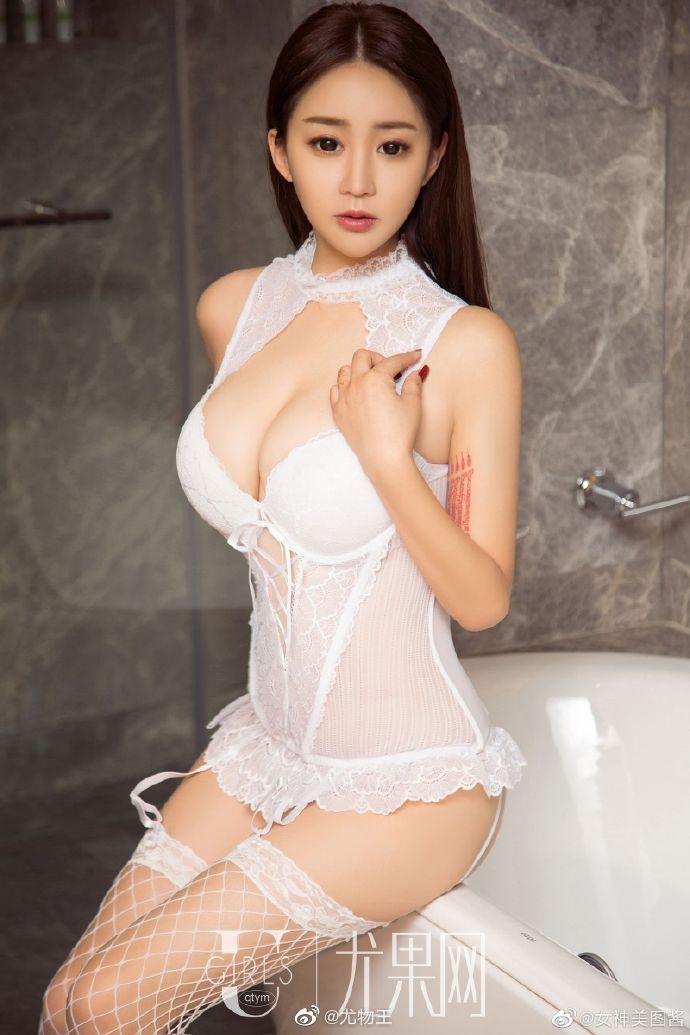 性感女神纯白情趣内衣写真 身材凹凸有致超有料4