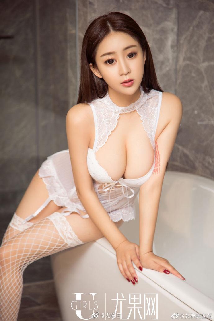 性感女神纯白情趣内衣写真 身材凹凸有致超有料5