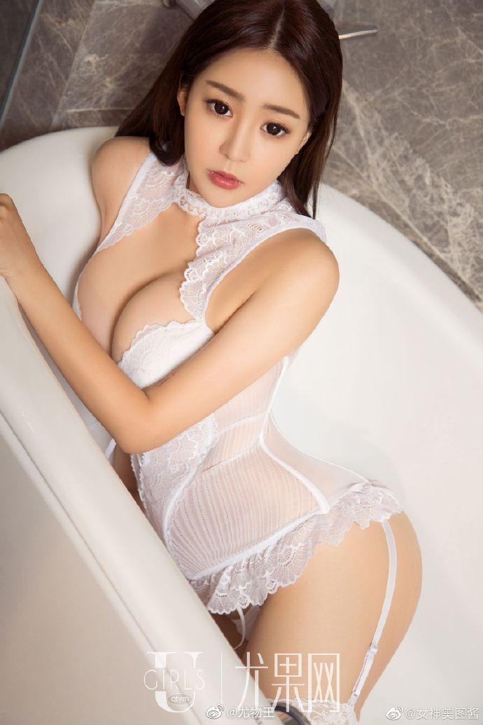 性感女神纯白情趣内衣写真 身材凹凸有致超有料6