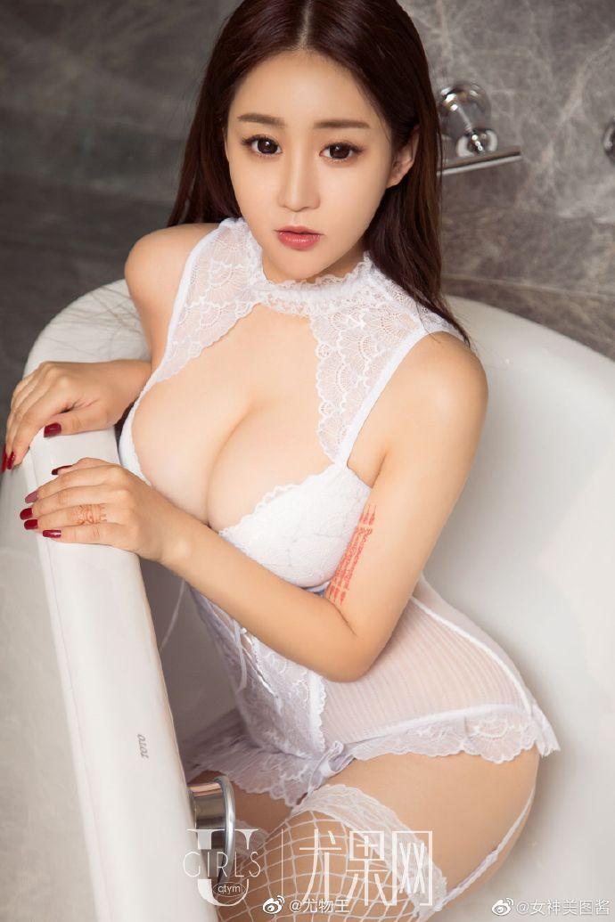 性感女神纯白情趣内衣写真 身材凹凸有致超有料7
