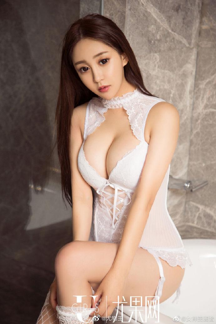 性感女神纯白情趣内衣写真 身材凹凸有致超有料9