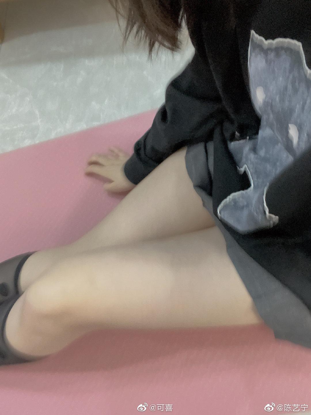公主日记最近是不是又胖了?大腿都粗了美女