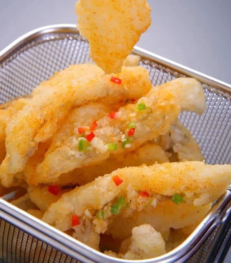 """水潺,舟山人又叫""""虾潺""""。肉质绵软,挂糊油炸,外焦里嫩。 图/图虫·创意"""