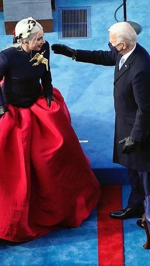 美国换总统现场跟结婚一样,班干部换届跟美国换总统一样 www.hiquer.com