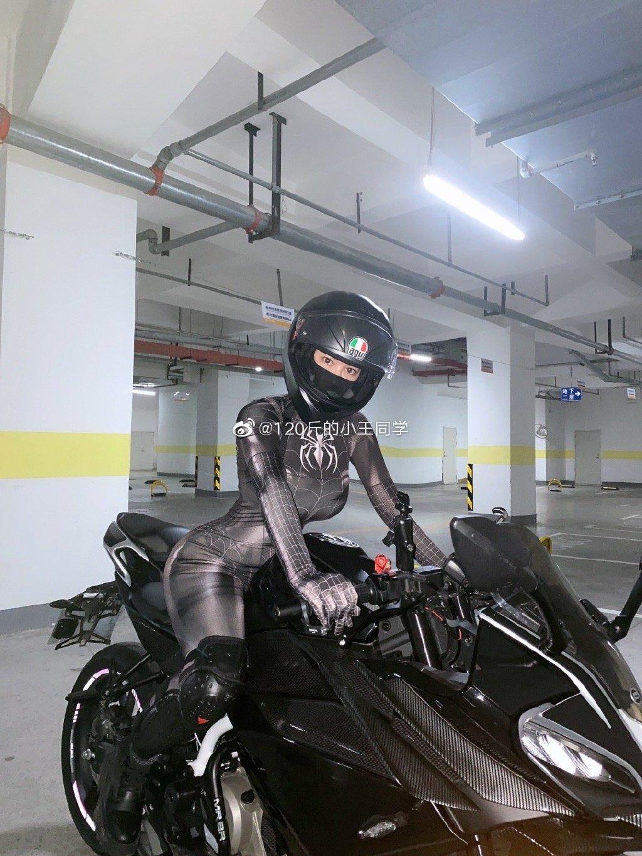 蜘蛛侠机车女骑士 这是真正的摩托骑士定义 liuliushe.net六六社 第1张