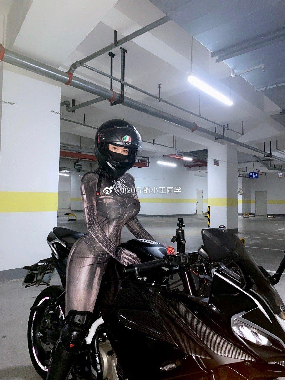 蜘蛛侠机车女骑士 这是真正的摩托骑士定义 liuliushe.net六六社 第7张
