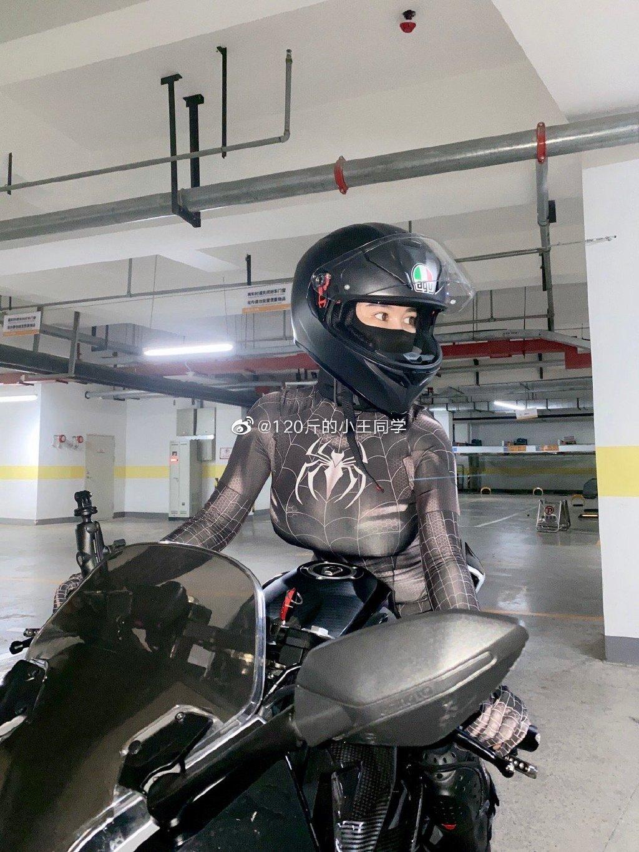 蜘蛛侠机车女骑士 这是真正的摩托骑士定义 liuliushe.net六六社 第4张
