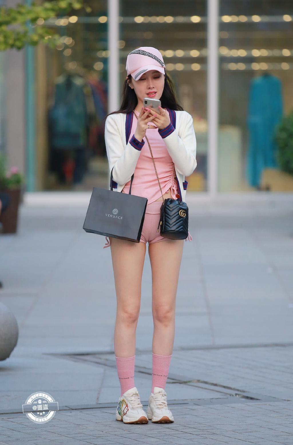 他们都说这袜子有点紧了 可能是袜子不太合身 网络美女 第3张