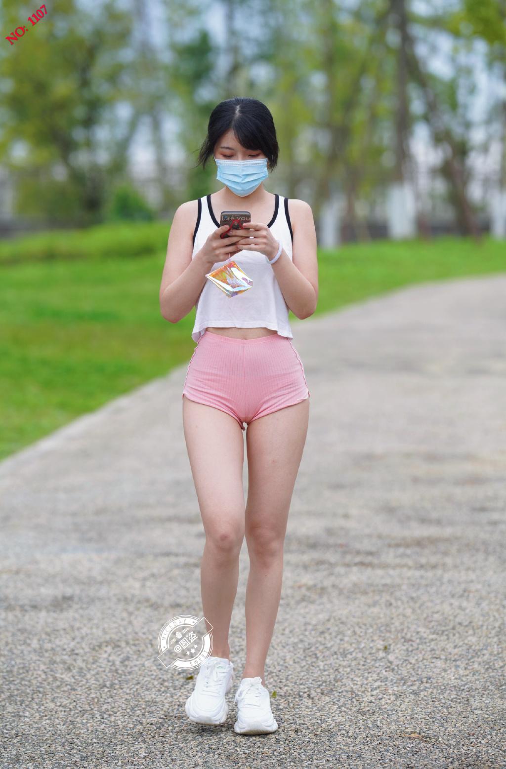 这连体式露背装特别漂亮 网络美女 第1张