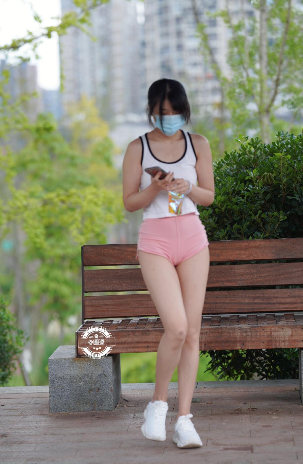 这连体式露背装特别漂亮 网络美女 第3张